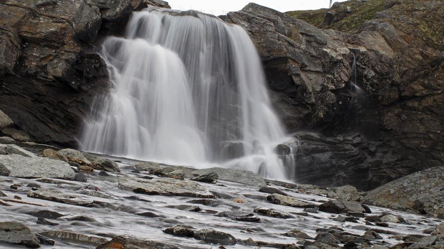 Wasserfall bei Tjäktja