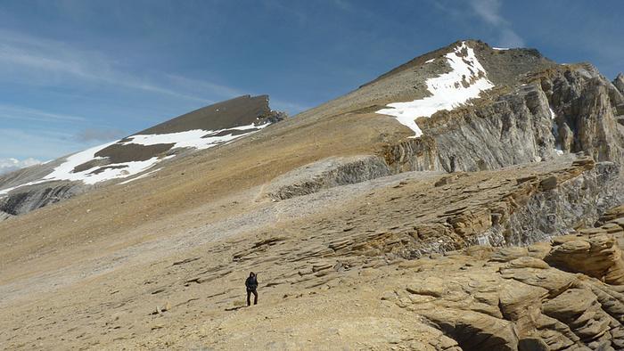 Hier beim Schöllijoch, auf etwa 3300 MüM, ist die Landschaft karg