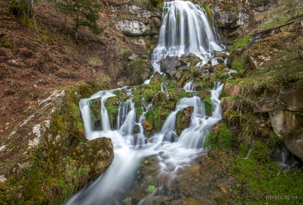 Wasserfall bei den Beautushöhlen, 2 Minuten belichtet